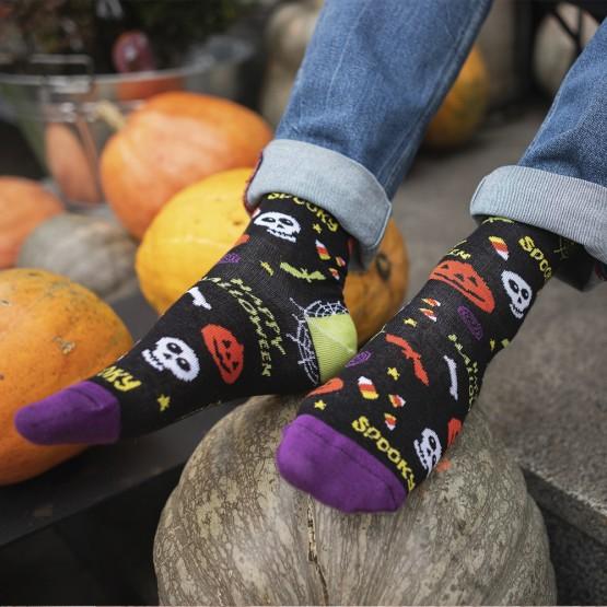 Чоловічі шкарпетки з гарбузами та написом Halloween фото 1